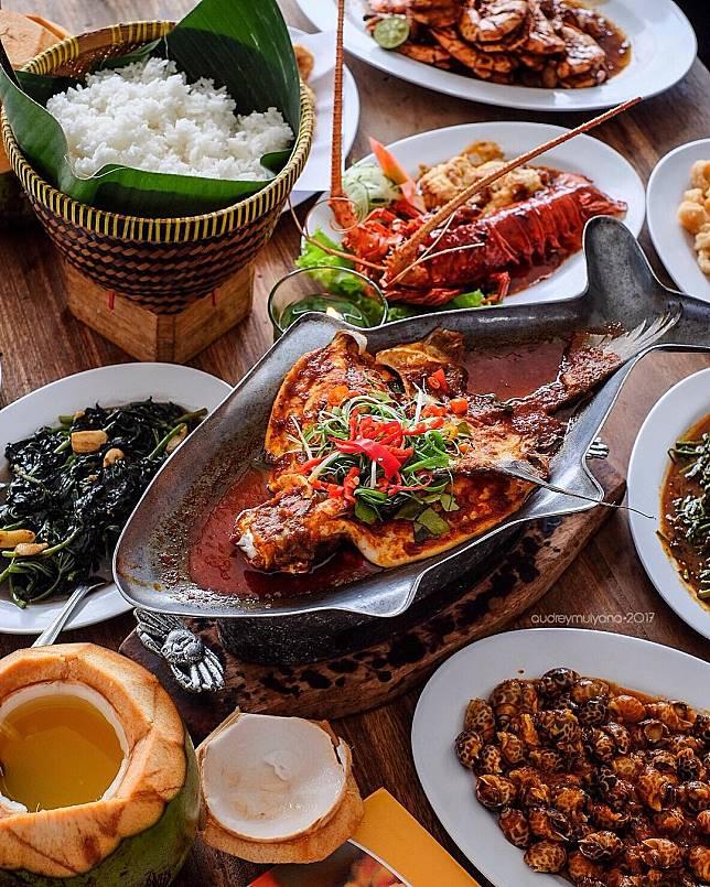 7 Pilihan Tempat Makan Lesehan Di Jakarta Yang Enak Dan Seru